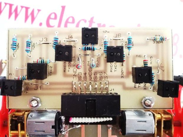 نحوه چیدمان سنسورهای CNY70 را بر روی برد مدار چاپی
